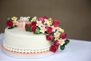 Cake with edible flowers on top from Crixa Cakes