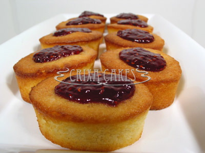 Crixa Cakes' almond cake with raspberry on top of a white tray