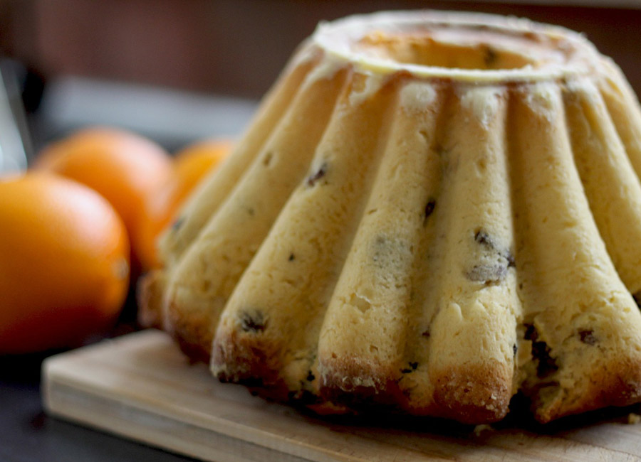 close up photo of bundt cake