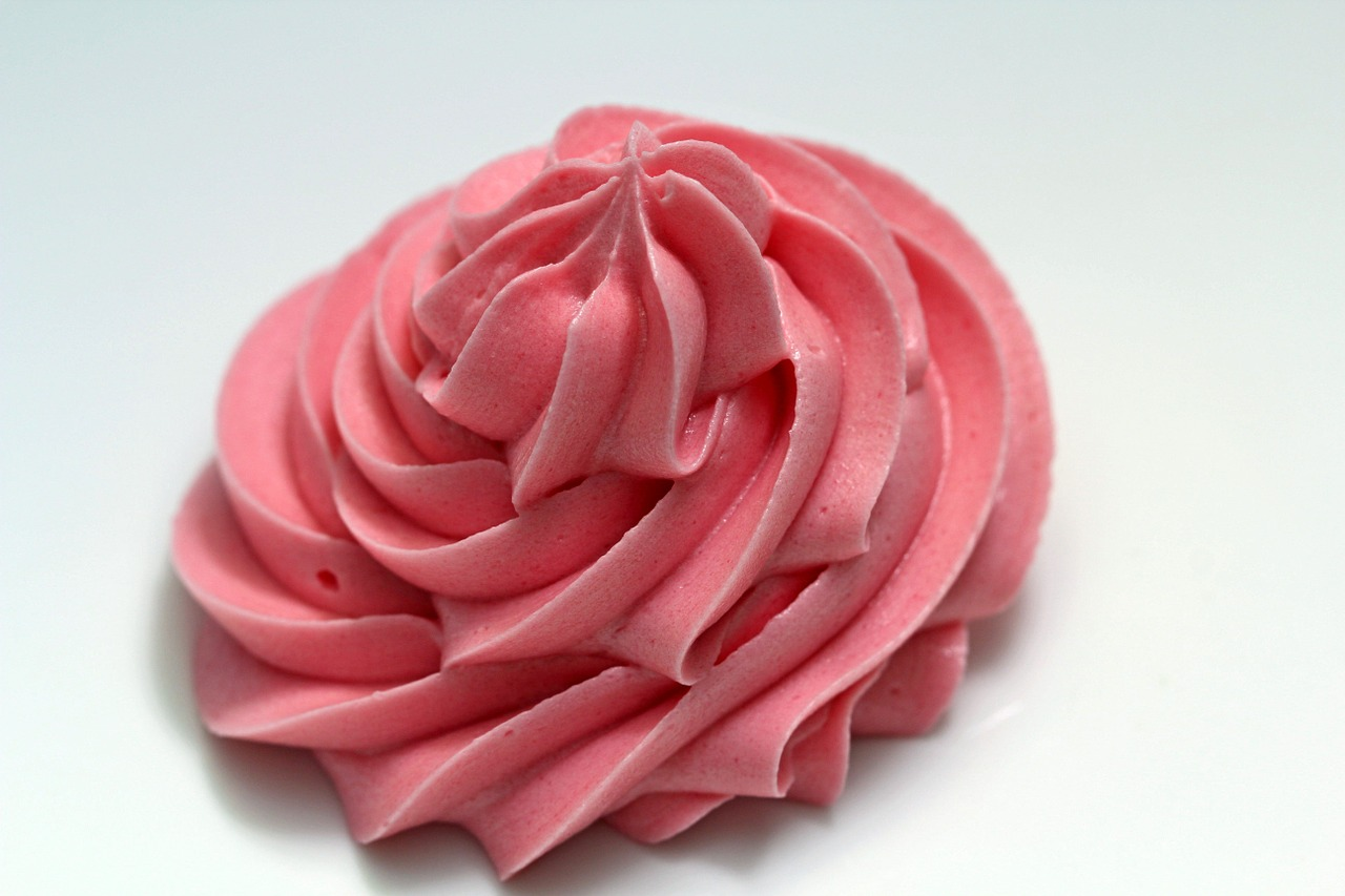 Pink flower shaped frosting