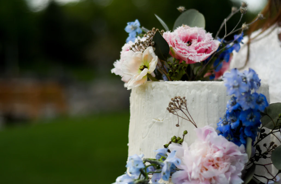 Bride's Cake with floral decoration and rough frosting