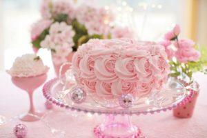 A pink cake on a pedastool